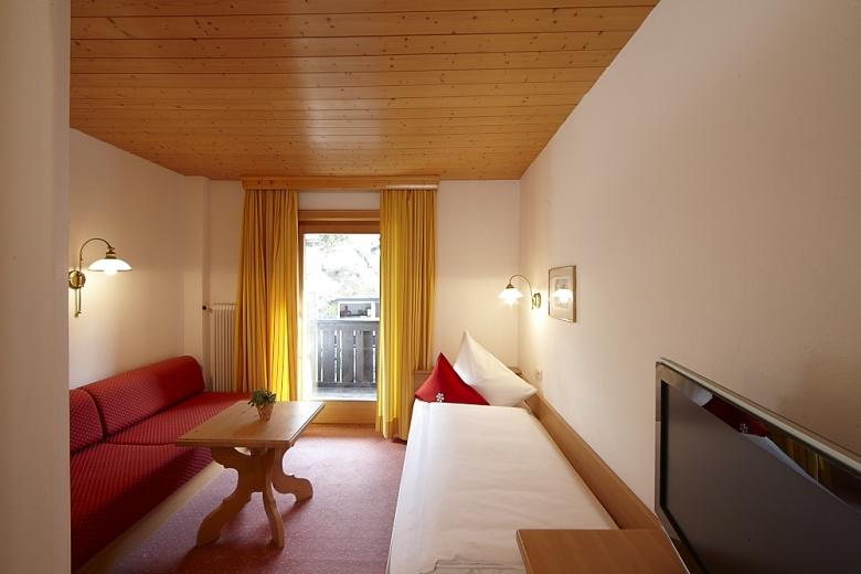 Schlafzimmer und Zimmerbeschreibung, Doppelzimmer Prior im Familienhotel