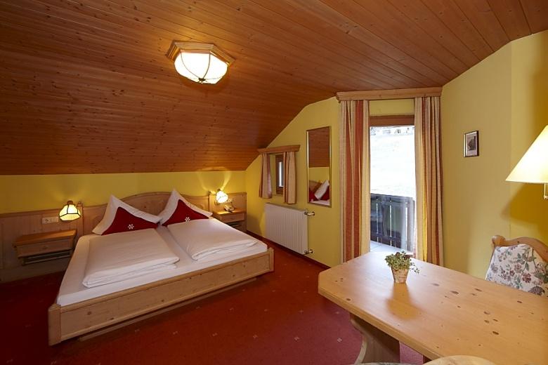 Zimmerbilder Familienzimmer Hotel Mateera