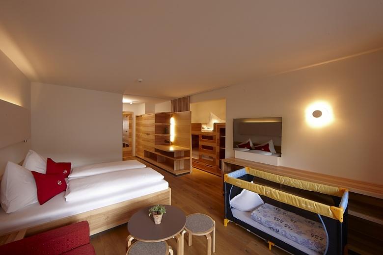 Zimmeransicht, Zimmerbeschreibung, Schlafzimmer im Familienurlaub in Vorarlberg