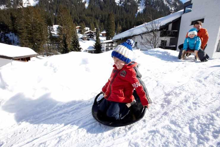 Spaß im Schnee, Familienhotel Mateera, Gargellen, Montafon, Vorarlberg, Österreich