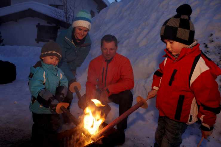 Winterurlaub, Fackelwanderung, Familienhotel Mateera, Gargellen, Montafon, Vorarlberg