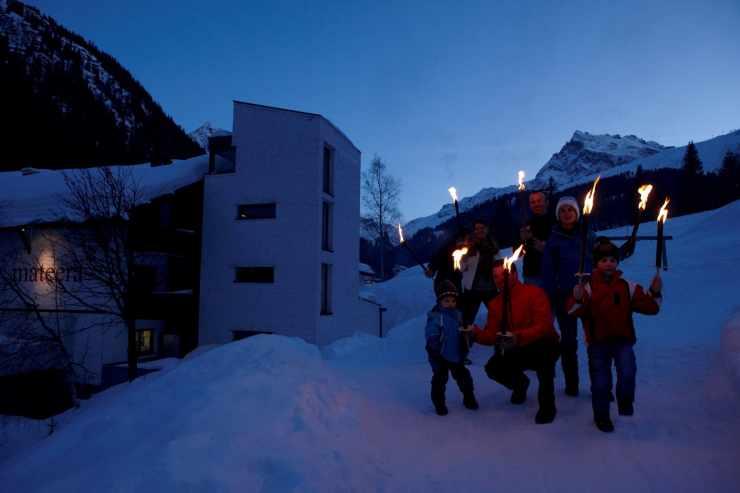 Familienrurlaub, Fackelwanderung, Familienhotel, Hotel Mateera, Gargellen, Montafon, Vorarlberg, Österreich