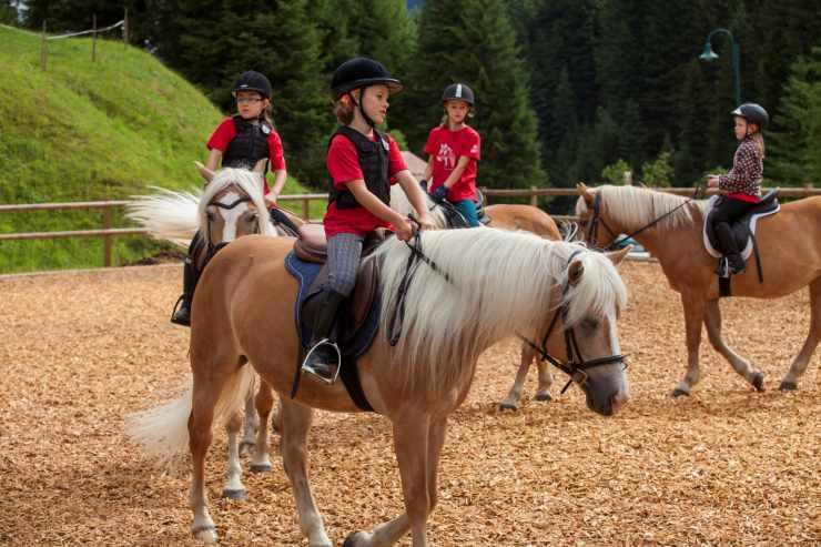 Reitunterricht, Reithotel Mateera, Gargellen, Montafon, Vorarlberg, Österreich