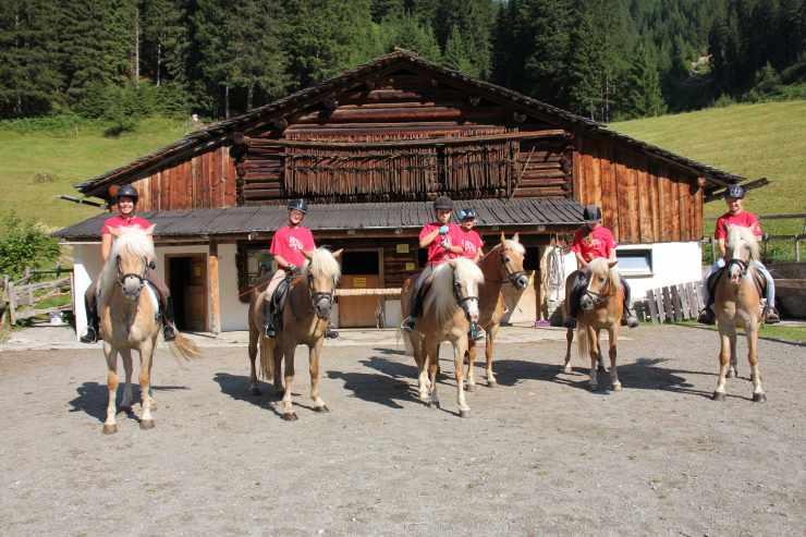 Reitstall, Reithotel Mateera, Gargellen, Montafon, Vorarlberg, Österreich