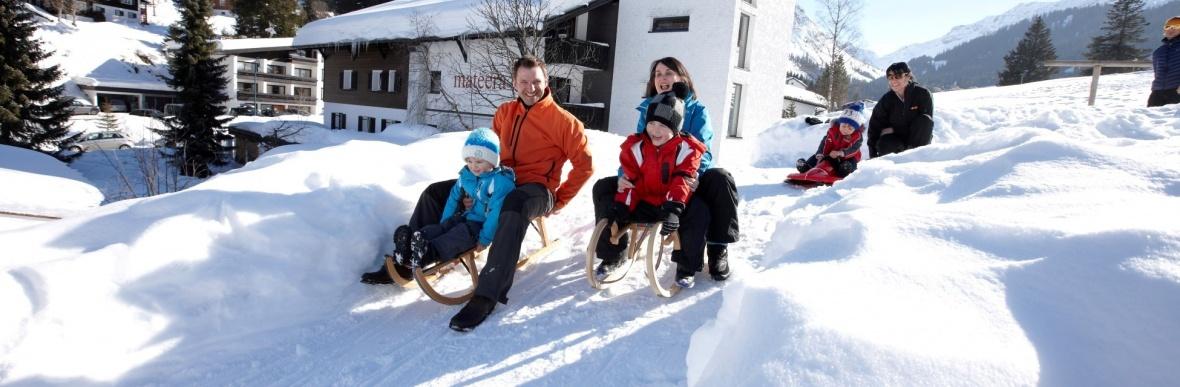 Schlittenfahren, Rodelstrecke, Winterurlaub im Familienhotel