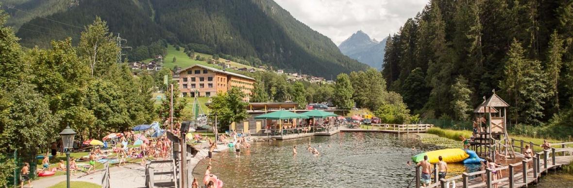 Badeurlaub in Vorarlberg, Badesee Montafon, Baden im Familienurlaub, Hotel Mateera