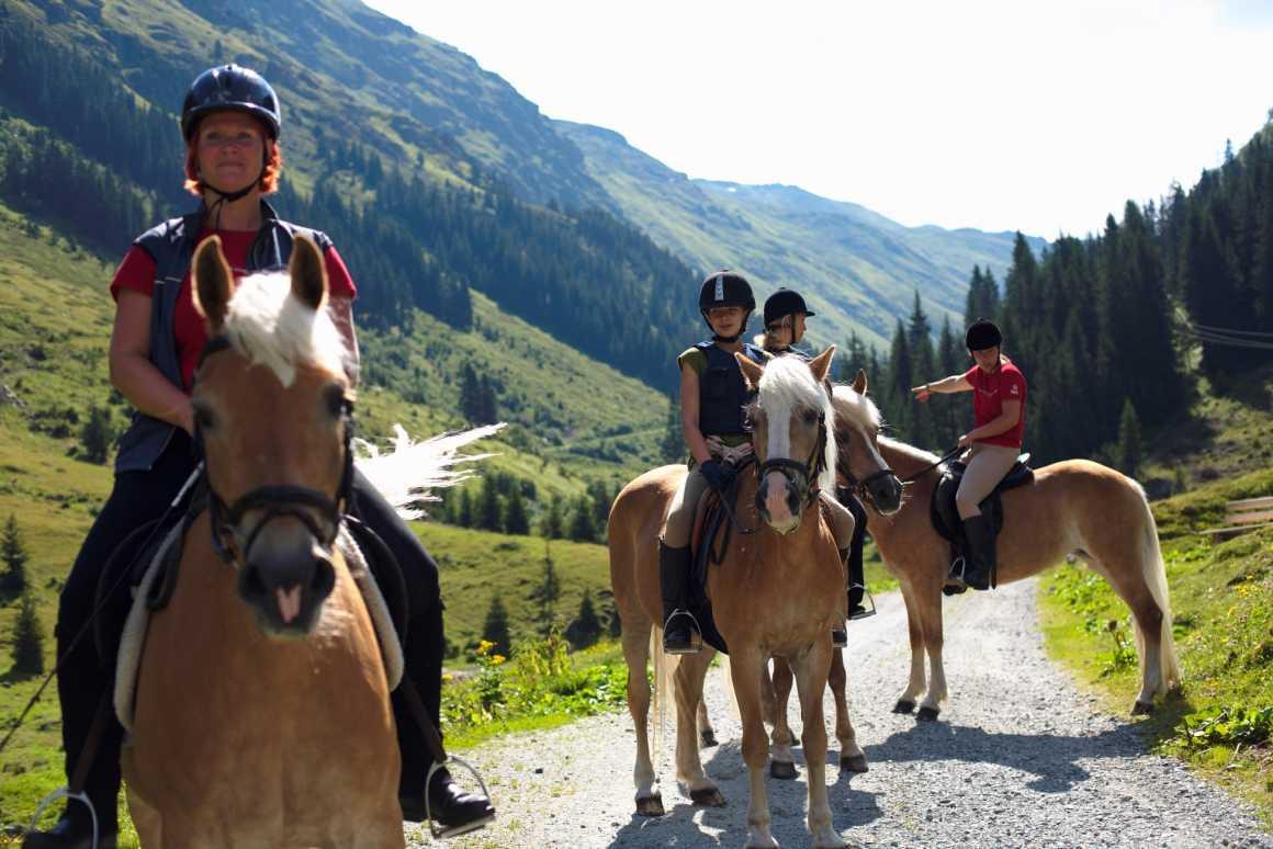 You Tube Film zum Thema Reiten in Vorarlberg, Reiten lernen, Reithotel Mateera, Montafon