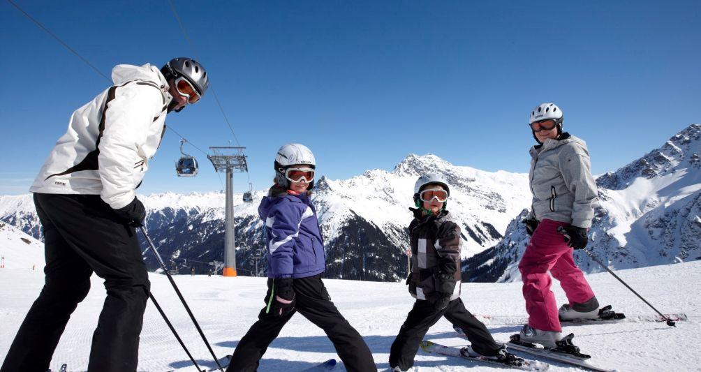 Skipauschale für Winterurlaub in Vorarlberg, Familienhotel Mateera, Gargellen