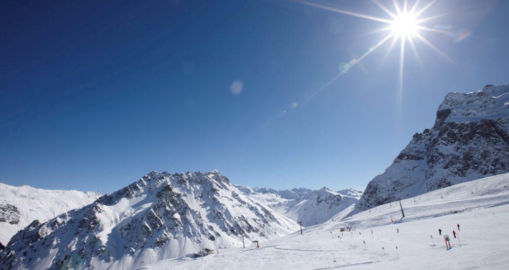 Sonnenskilauf und Winterfinale im Skigebiet Montafon, Familienhotel Mateera