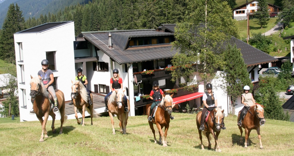 Reithotel, Reiten in Vorarlberg, Reitplatz Montafon