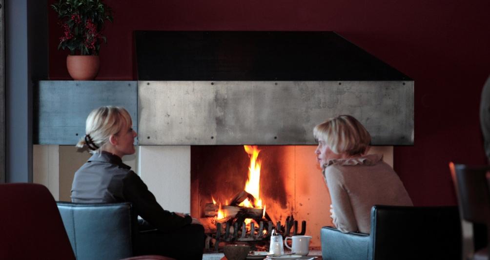 Familienhotel Mateera, Lounge, Kaminbar und Restaurant